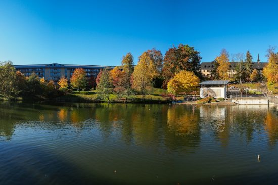 Kurparksee im Herbst